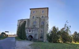 Castillo de Tata en la primavera, Hungría Foto de archivo
