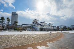 Castillo de Toyama con nieve en la ciudad de Toyama Imagenes de archivo