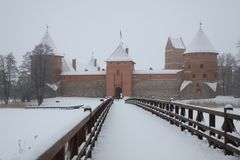 Castillo de Trakai en Lituania en invierno fotografía de archivo