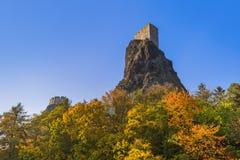 Castillo de Trosky en el paraíso de Bohemia - República Checa fotos de archivo