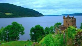 Castillo de Urquhart, Escocia almacen de metraje de vídeo