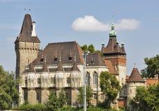 Castillo de Vajdahunyad en el parque de la ciudad de Budapest, Hungría Imágenes de archivo libres de regalías