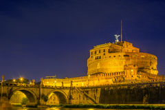 Castillo del ángel santo en la noche Imagen de archivo