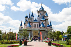 Castillo del cuento de hadas en el parque de Sazova imágenes de archivo libres de regalías