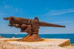castillo del fyr morro Rostiga vapen riktas in mot Den gammala fästningen cuba havana Arkivbilder