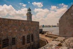Castillo Del Morro fyr Den gammala fästningen cuba havana Arkivfoton