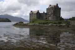 Castillo donan de Eilean en Escocia Foto de archivo