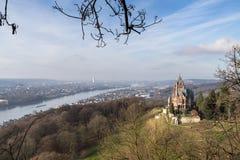 Castillo Drachenburg Siebengebirge y río el Rin Bonn Alemania Foto de archivo libre de regalías