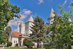 Castillo Dundjerski, construido en 1919, cerca de la ciudad de Becej imágenes de archivo libres de regalías