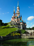 Castillo el dormir Beautys en Disneyland París Foto de archivo