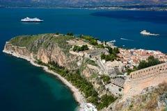 Castillo en el centro de Nafplion, una ciudad griega de Palamidi en la península de Peloponeso imágenes de archivo libres de regalías
