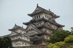 Castillo en Hiimeji con los árboles Fotografía de archivo
