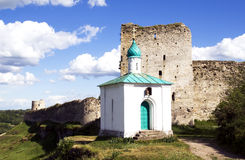 Castillo en izborsk Foto de archivo