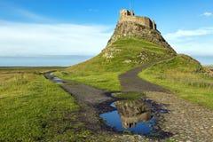 Castillo en la costa de Northumberland, Inglaterra de Lindisfarne foto de archivo libre de regalías
