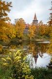 Castillo en otoño, Letonia de Cesvaine imagenes de archivo