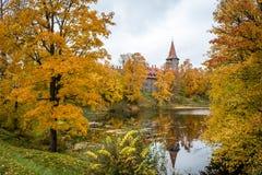 Castillo en otoño, Letonia de Cesvaine imágenes de archivo libres de regalías