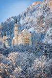 Castillo en paisaje hivernal, Alemania de Neuschwanstein foto de archivo