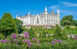 Castillo en un día soleado, condado de Sutherland, Escocia de Dunrobin fotos de archivo libres de regalías
