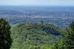Castillo en una cumbre, Zagreb de desatención, Croacia de Medvedgrad fotografía de archivo