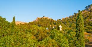 Castillo encima de una colina Imágenes de archivo libres de regalías