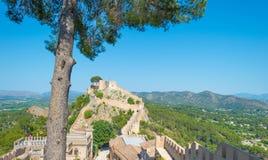 Castillo encima de una colina Foto de archivo