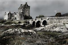 Castillo escocés en montañas Fotografía de archivo