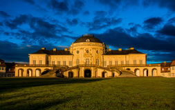Castillo exterior Stuttgart Alemania de Schloss de la soledad del panorama del cielo azul Fotos de archivo libres de regalías