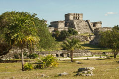 Castillo fästning i den forntida Mayan staden av Tulum Royaltyfri Bild