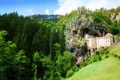 Castillo famoso de Predjama del esloveno imagen de archivo libre de regalías