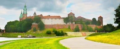 Castillo famoso Wawel en el verano, Kraków, Polonia foto de archivo libre de regalías