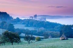 Castillo francés Beynac en la madrugada Imágenes de archivo libres de regalías