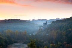 Castillo francés Commarque en la salida del sol Foto de archivo