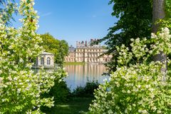 Castillo francés de Fontainebleau del palacio de Fontainebleau cerca de París, Francia fotografía de archivo