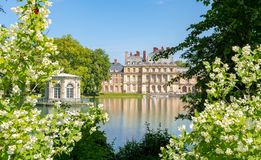 Castillo francés de Fontainebleau del palacio de Fontainebleau cerca de París, Francia imagen de archivo