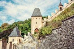 Castillo gótico Karlstejn en República Checa imagenes de archivo