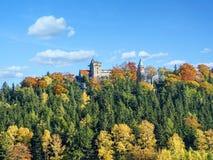 Castillo gótico neo de Lesna Skala en Szczytna imagen de archivo libre de regalías