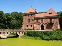Castillo gótico viejo en Oporow cerca de Kutno, Polonia Imagenes de archivo