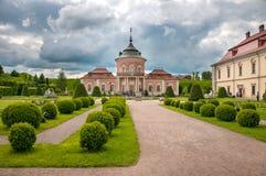 Castillo hermoso de Peles y jardín ornamental en la región de Lviv en Europa imagen de archivo