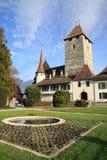 Castillo hermoso de Spiez en el lago Thun fotografía de archivo libre de regalías