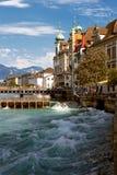 Castillo hermoso del paisaje y el río. Foto de archivo