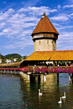 Castillo hermoso del paisaje y el río. Fotos de archivo