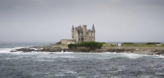 Castillo hermoso en el mar Fotografía de archivo libre de regalías