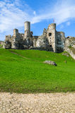 Castillo hermoso en Ogrodzieniec cerca de Kraków en la primavera, Polonia Fotografía de archivo libre de regalías