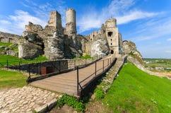 Castillo hermoso en Ogrodzieniec cerca de Kraków en la primavera, Polonia Foto de archivo libre de regalías