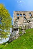 Castillo hermoso en Ogrodzieniec cerca de Kraków en la primavera, Polonia Fotografía de archivo