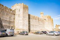Castillo histórico de Caernarfon en Snowdonia, País de Gales del norte fotos de archivo