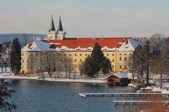 Castillo idílico de Tegernsee en invierno Imagen de archivo libre de regalías