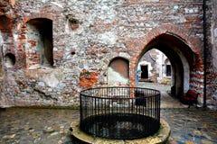 Castillo interior de Hunedoara, llamado castillo de Corvin en Transilvania Imagen de archivo libre de regalías