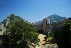 Castillo interior de Puilaurens en el sur de Francia fotos de archivo