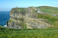 Castillo irlandés en el acantilado Foto de archivo